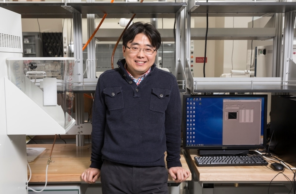 Micro-Scale Bio-Solar Cell can Generate Higher Power Density for Longer Time