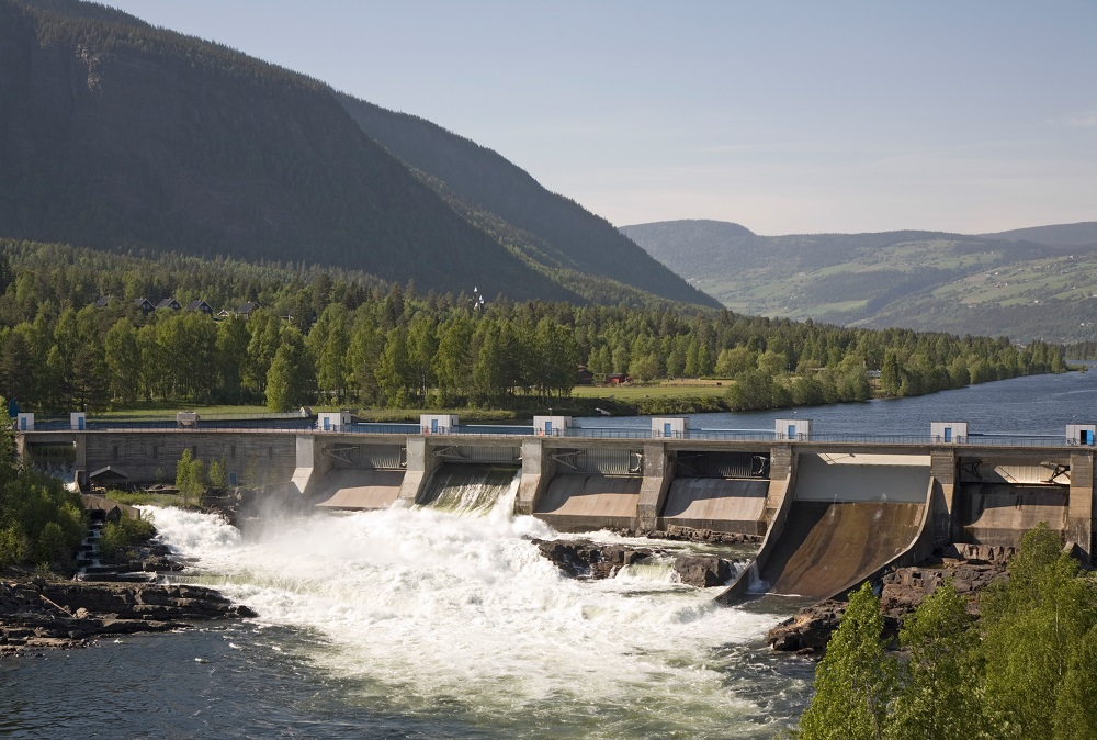 https://www.azocleantech.com/images/slideshows/Article/558/large-dam-norway-Bent-Nordeng.jpg?width=1000&height=674